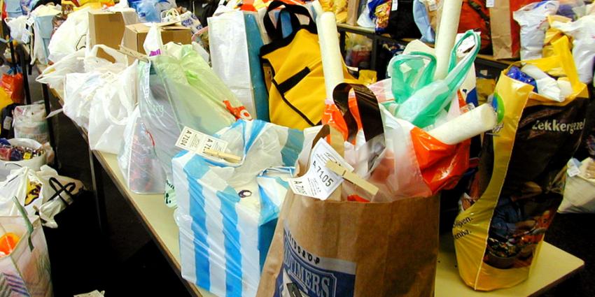 Geen gratis plastic tas meer en zorgtoeslag voor alleenstaanden stijgt