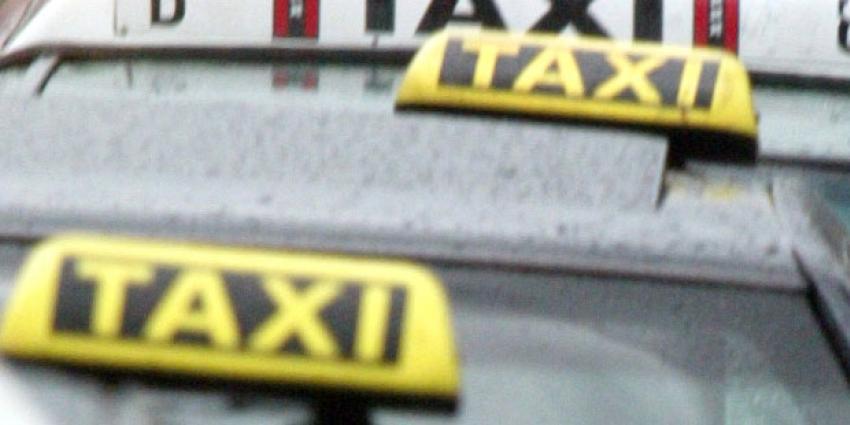 Taxichauffeur krijgt klap en raakt bewusteloos