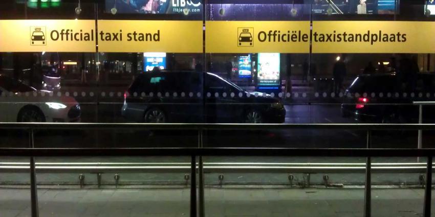 Demonstrerende taxichauffeurs tegen ronselaars