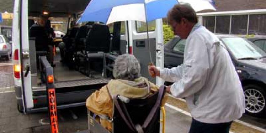 Foto van taxi vervoer ouderen | Archief EHF