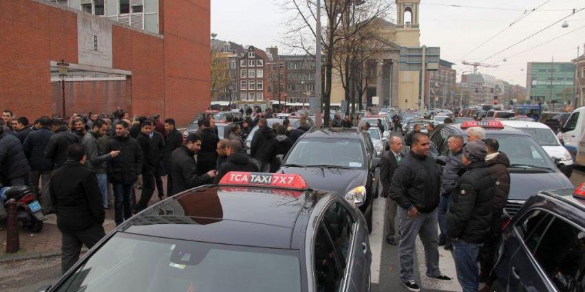 Foto van boze taxichauffeurs   bon