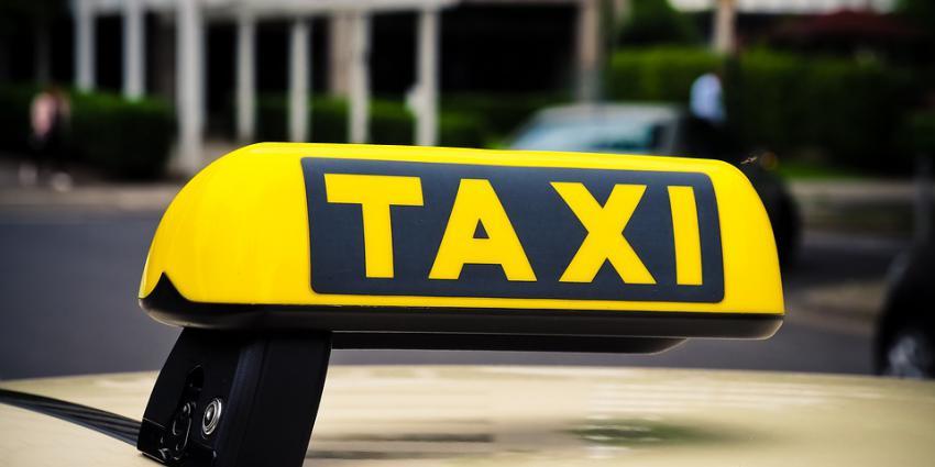 Bord taxi op auto