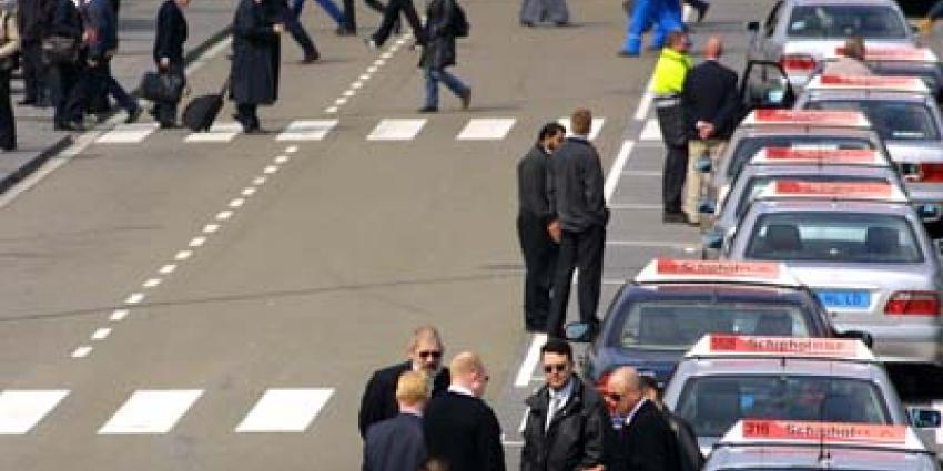 Boze taxichauffeurs hebben vanmiddag actiegevoerd op Schiphol