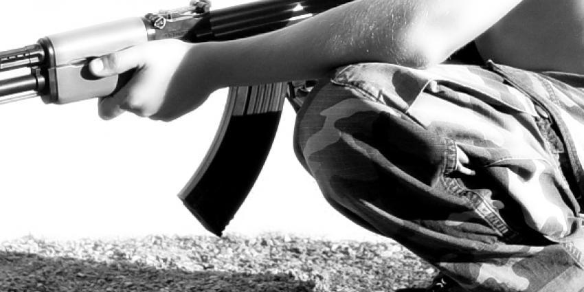 Politie stuit op Kalashnikov in schuur