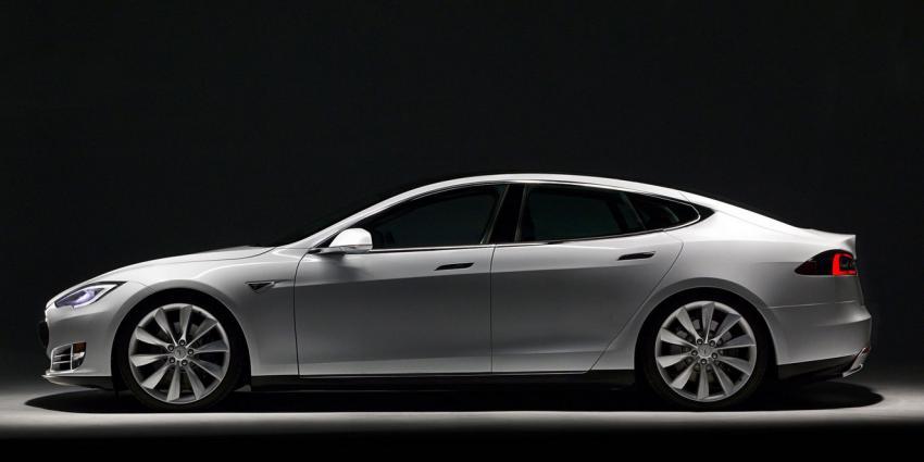 Tesla roept wereldwijd 90.000 elektrische auto's terug