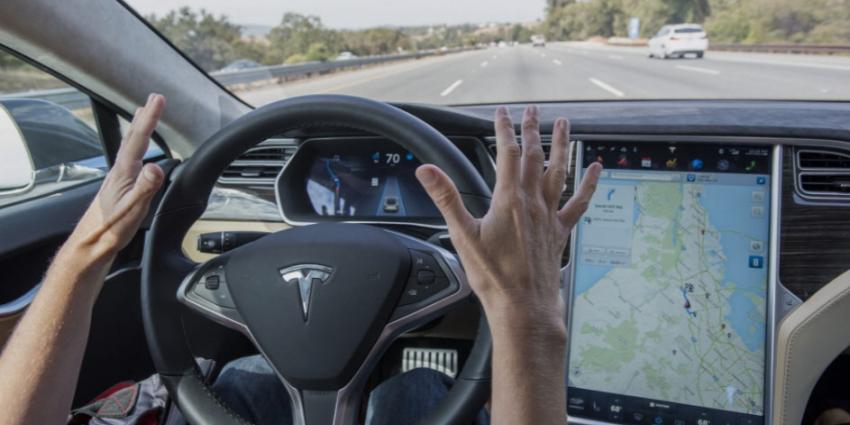 Mens is feitelijke bestuurder auto, ook in Tesla met autopilot