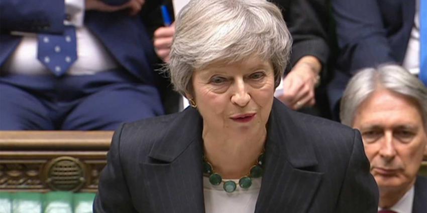 Vijf regeringsleden dienen ontslag in na voorlopige Brexitdeal May