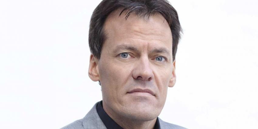 EO-presentator Tijs van den Brink na fietsongeval weer thuis