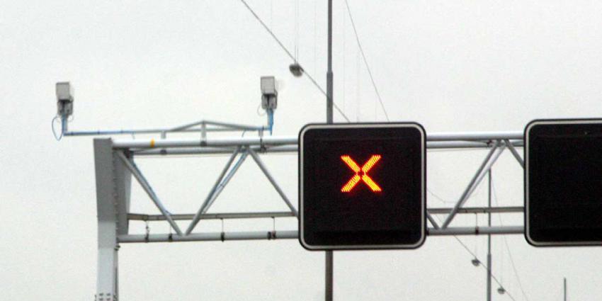 Automobilisten negeren rood kruis op A22