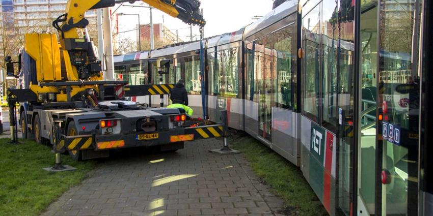 Tram schiet uit de rails bij keerlus Vlaardingen