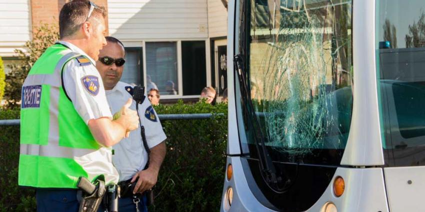 Foto van gebroken voorruit tram | Flashphoto | www.flashphoto.nl