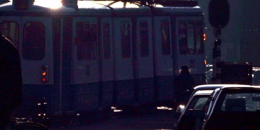 Baby in kinderwagen overleeft aanrijding met Amsterdamse tram