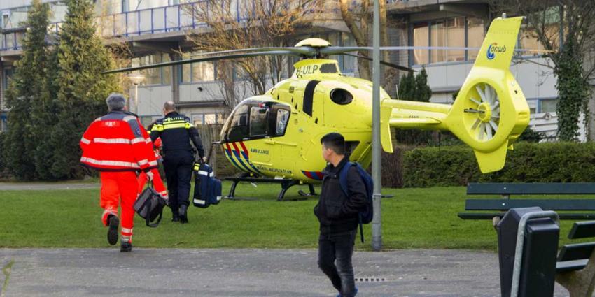 Traumahelikopter voor medische noodsituatie in Schiedam