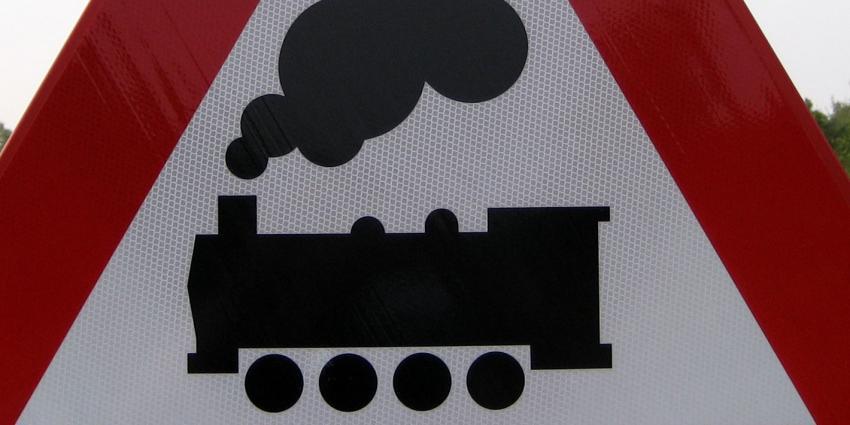 Rover: Mansveld moet ingrijpen bij problemen spoorbrug A1