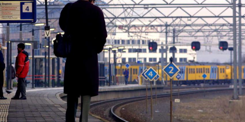 Treinverkeer in Den Haag en Zwolle plat