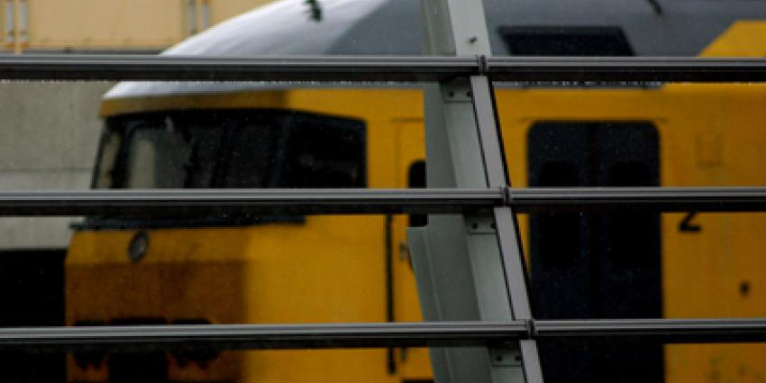 Beveiliger NS in Haarlem mishandeld en met graffitiverf bespoten