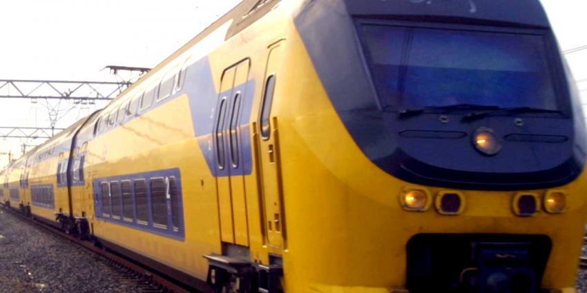 Geen treinen tussen Hilvesum en Utrecht door blikseminslag