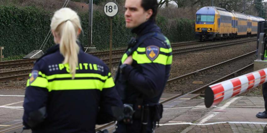 Man springt uit trein en komt om het leven