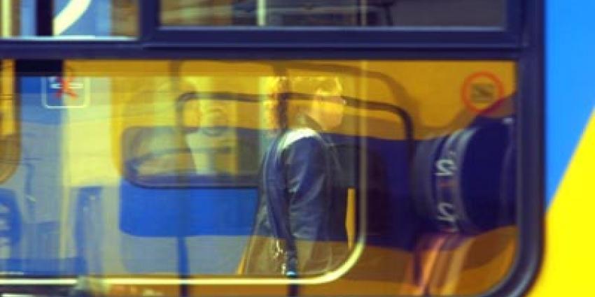 Dronken reiziger slaat en bespuugt conducteurs