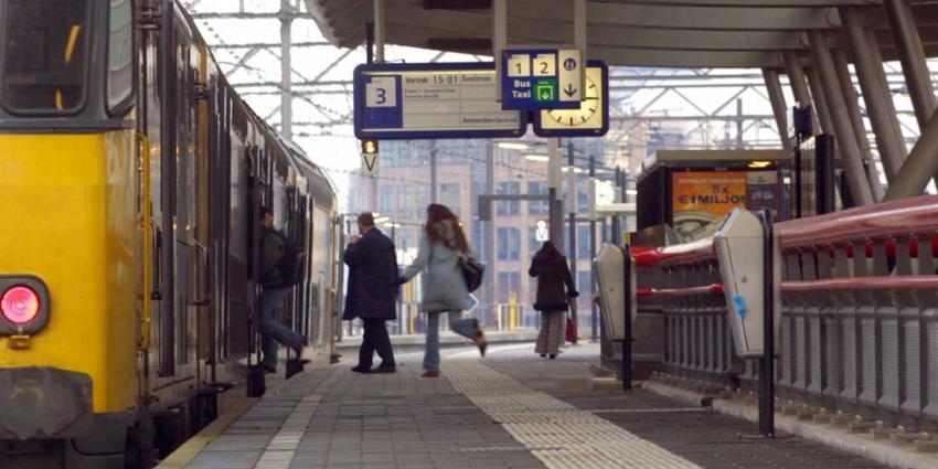 Dronken treinpassagier mishandelt beveiligers NS