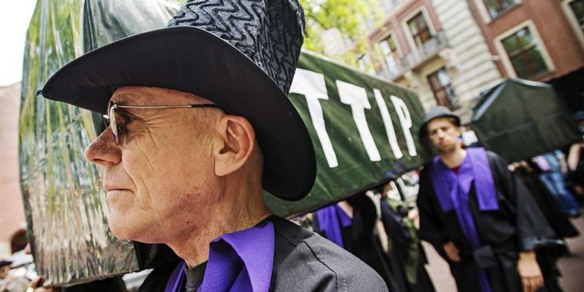 Vrijhandelsverdragen TTIP en CETA in Amsterdam begraven
