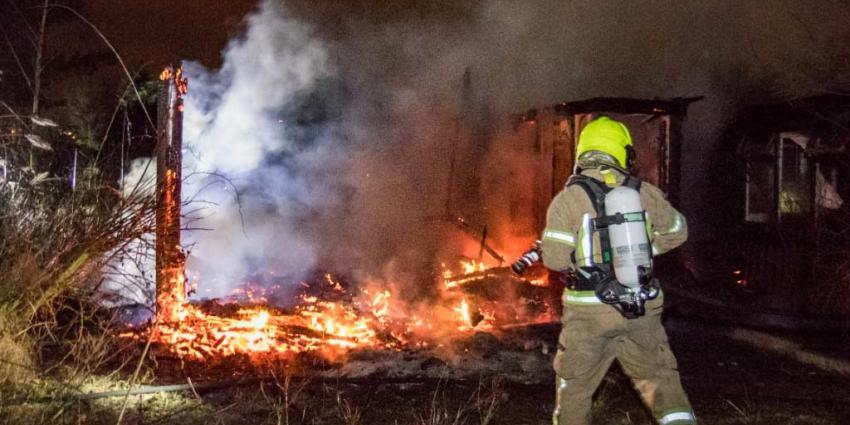 Tuinhuis in vlammen op in Vlaardingen