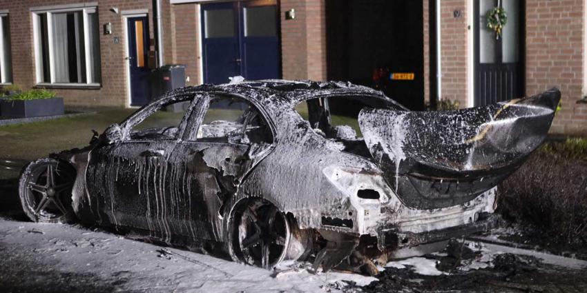 uitgebrande-auto-mercedes