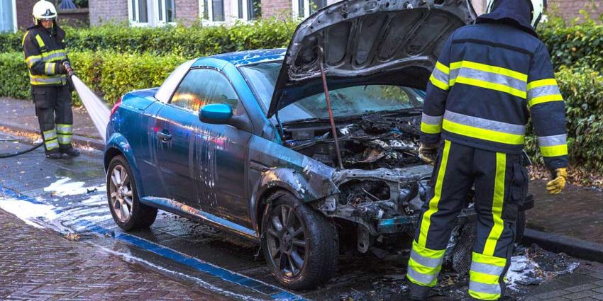 Geparkeerde auto nabij gemeentehuis Schijndel uitgebrand