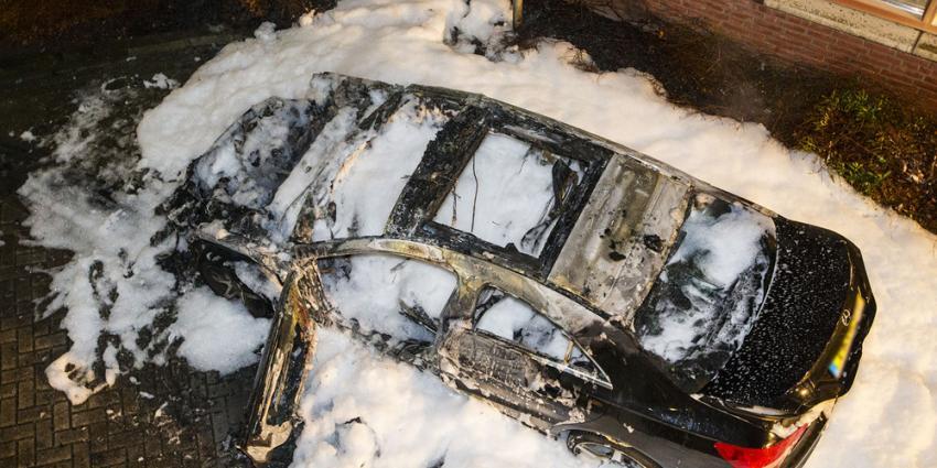 Auto volledig uitgebrand in Vlijmen