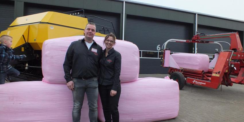 Roze hooibalen voor Pink Ribbon