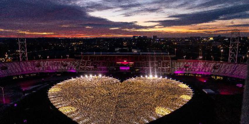KWF verlicht hart van duizenden lampionnen in het Olympisch Stadion