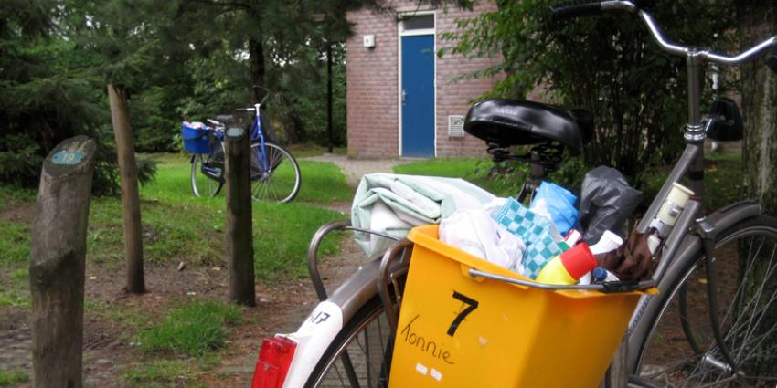 Op zondagavond 10 juni werd er ingebroken in een vakantiewoning aan de Reeenbergweg in Beekbergen. De inbreker werd in de omgeving van het huis aangetroffen. Bij het zien van een agent ging hij er vandoor in een auto en reed hierbij op de agent in.