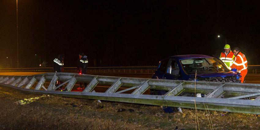 Auto ramt vangrail bij ongeval op snelweg A2 bij Boxtel