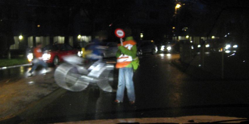 Veilig Verkeer Nederland slaat alarm: aantal verkeersbrigadiers in Nederland gehalveerd