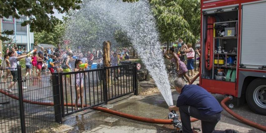 Brandweer in Schiedam zorgt voor verkoeling