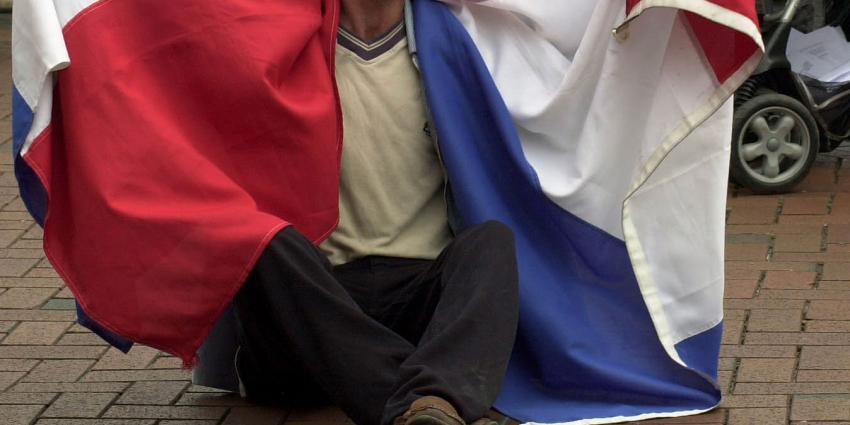 Teeven vergoedt gemeenten toch bed, bad en brood asielzoekers