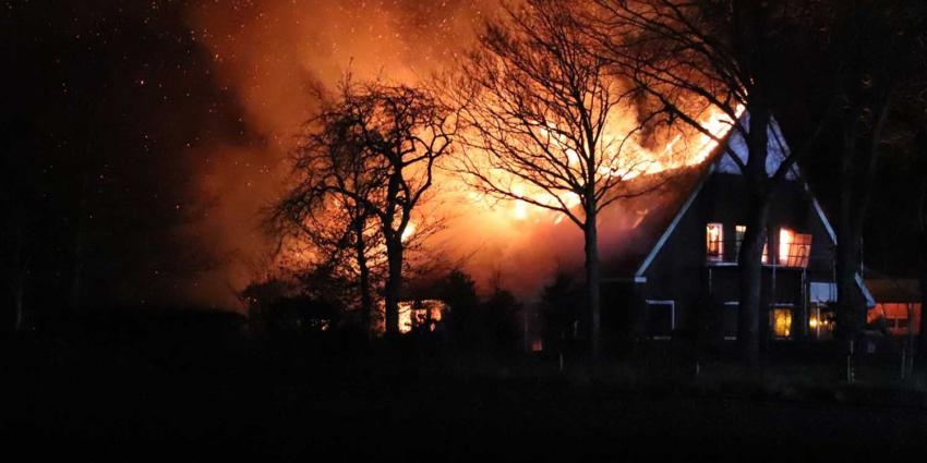 vlammen-dak-boerderij