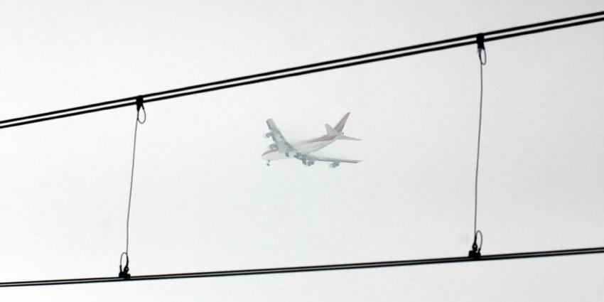 vliegtuig-hoogspanning-trein