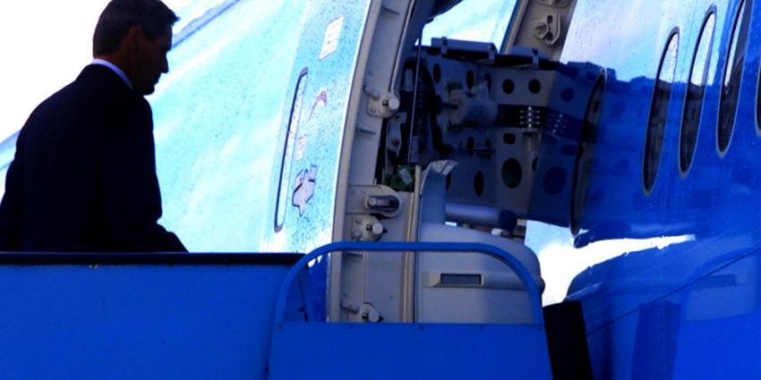 Foto van in vliegtuig stappende piloot | Archief EHF