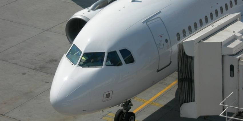 Foto van vliegtuig aan gate | Sxc
