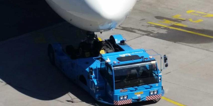 Twee KLM vliegtuigen botsen op Schiphol