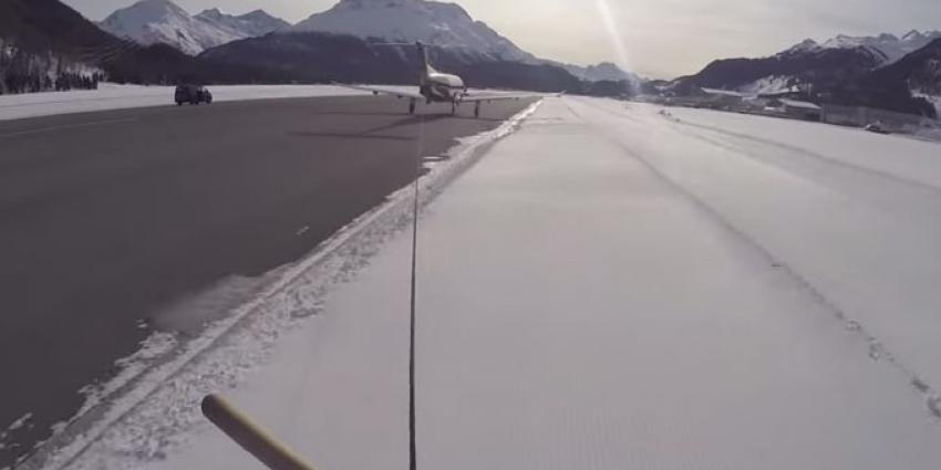 Snowboarden achter vliegtuig, het kan echt!