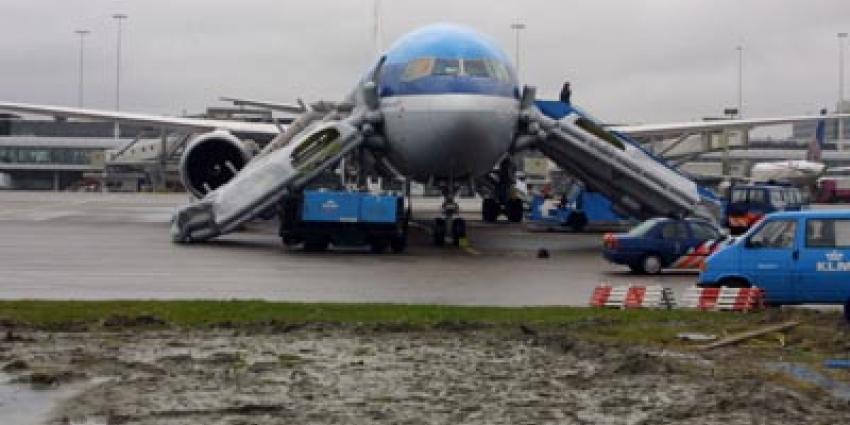 Foto van een vliegtuig met noodglijbanen   Archief EHF