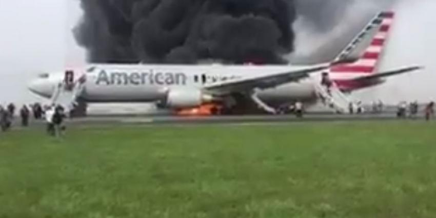 Vliegtuig in brand op Chicago O'Hare
