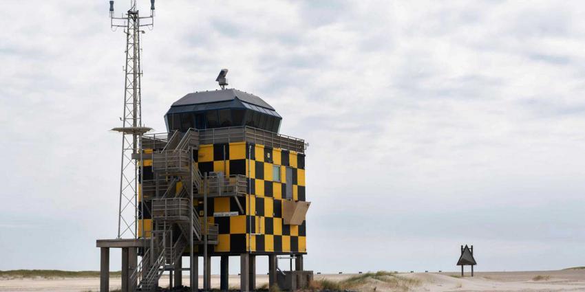 Nederlandse en Belgische F-16's droppen echte bommen op Vlieland