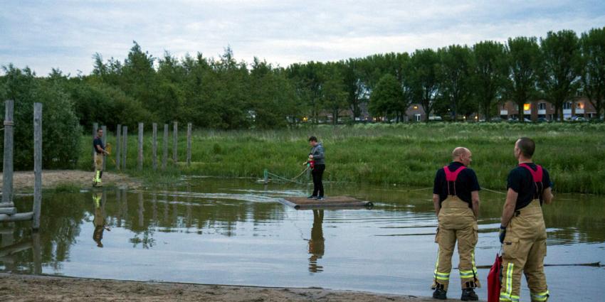 Brandweer redt jongen van vlot