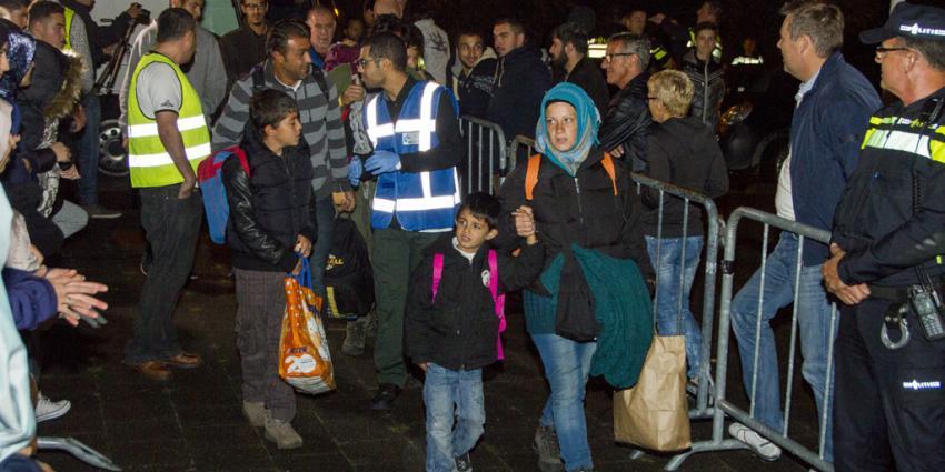 Identificatie vluchtelingen ook in Amsterdam, Rotterdam en Budel