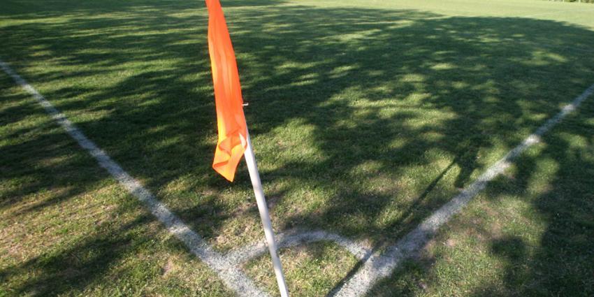 Foto van voetbalveld corner vlag | Archief EHF