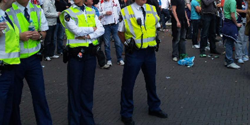KNVB waarschuwt fans voor gebruik vuurwerk vanwege associaties met Parijs
