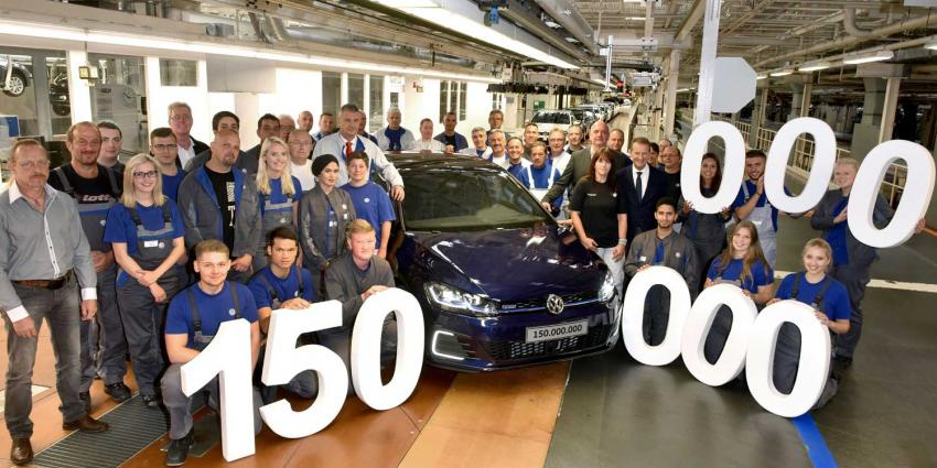 150 miljoenste door Volkswagen gemaakte auto rolt van de band